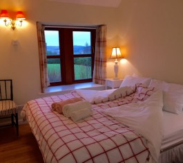 Pitmiddle bedroom holiday let at Abernyte, Tayside, Scotland